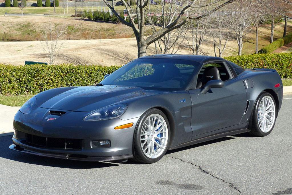 2009-corvette-zr1-number-5-jeff-gordon-1.jpg