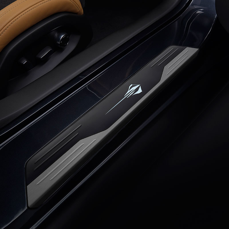2021-corvette-stingray-illuminated-door-sill-plate.jpg