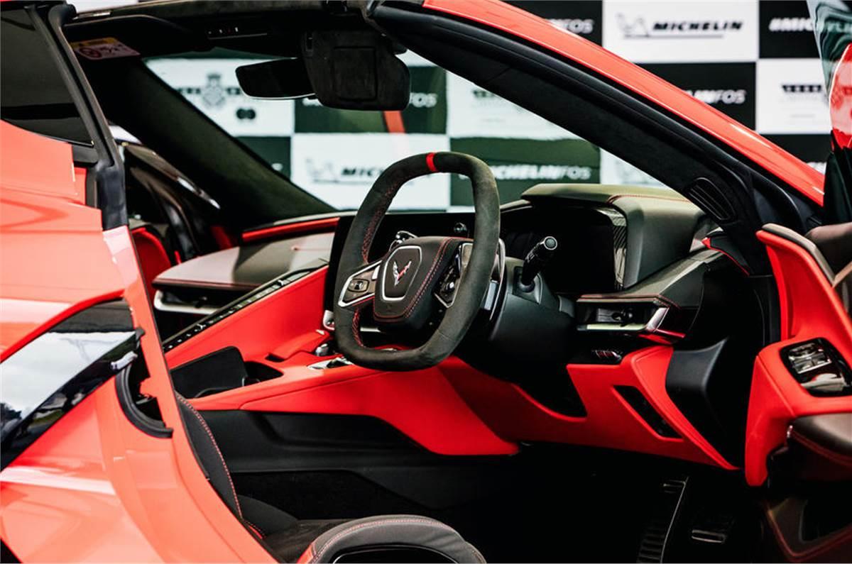 20210709024204_97_corvette_c8_rhd_2021_official_reveal_interior.jpg